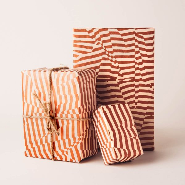 scattered-stripes-gift-wrap