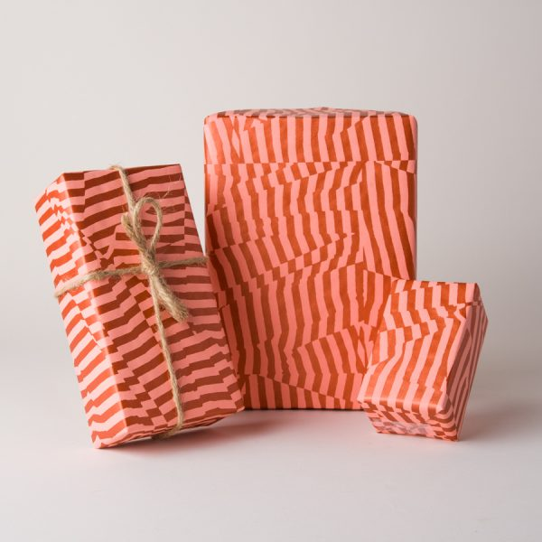 scattered-stripes-gift-wrap-Pink